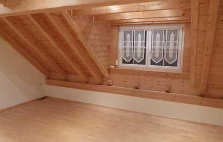 Sanierte 2-Zimmer-DG-Wohnung mit Einbauküche in einem Ortsteil von Dinkelscherben