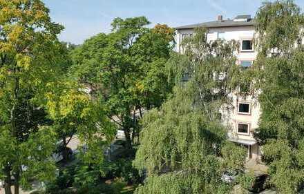 Bezugsfreie 3-Zimmer-Wohnung im 4. OG mit Aufzug in grüner Umgebung