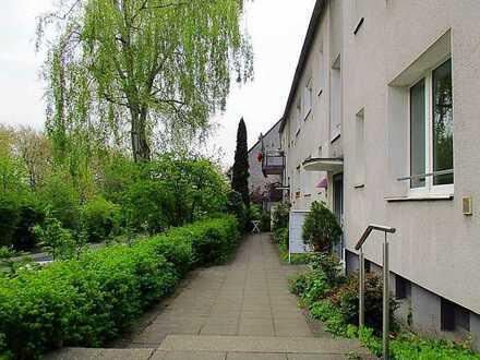 Hübsche 2,5-Zimmer-EG-Wohnung mit Balkon im Grünen