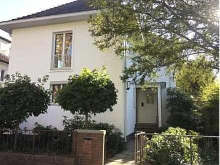 Repräsentative helle Stadtvilla in ruhiger Grünanlage mitten in Bielefeld +++ provisionsfrei