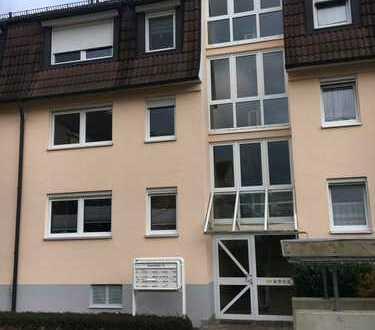 Frisch renovierte 2-Zimmer-Wohnung mit Balkon in zentraler Lage