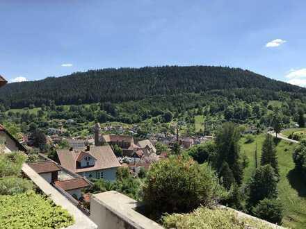 Sonnige 3,5-Zimmer-Wohnung mit Dachterrasse in Alpirsbach!