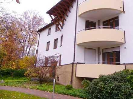 gut geschnittene 3 Zimmer Wohnung mit Terrasse/ Vollbad/ traumhaften Garten/ hell / ab sofort frei