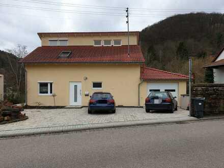 Schönes Haus mit fünf Zimmern und großzügigem sonnigen Garten in Ramberg
