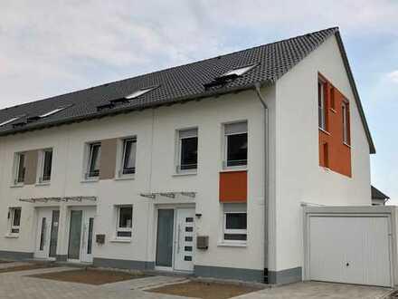 Erstbezug in schönes Reiheneckhaus mit Garten, fünf Zimmer in Frankfurt am Main, Harheim