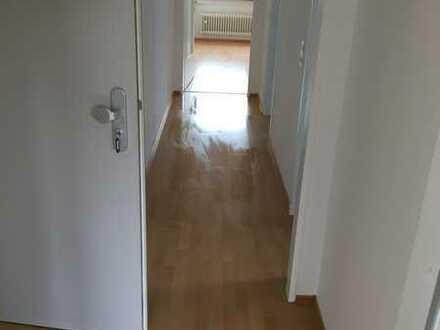 Sanierte Dachgeschosswohnung mit zwei Zimmern und EBK in Mainz-Marienborn