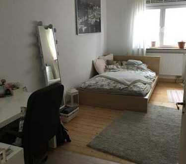Helle, geräumige 2 Zimmer Wohnung perfekt für eine WG/Pärchen!!