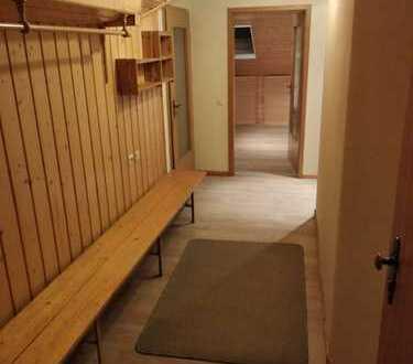 Sonnige, vollständig renovierte 2-Zimmer-DG-Wohnung mit EBK in Calberlah
