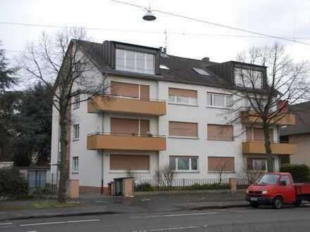 Gemütliche 3,5 Zimmer Dachgeschosswohnung mit Einbauküche in sehr guter Wohnlage
