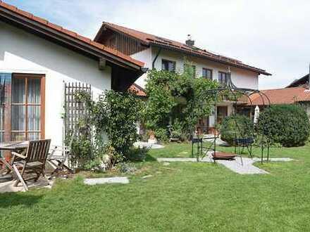 Gegen Gebot: Hochwertig ausgestattete Alpenvilla mit großer Einliegerwohnung