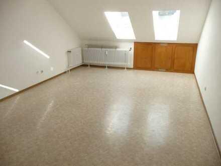 Gepflegte 2-Zimmer-Dachgeschosswohnung mit EBK in Steinau a.d.Str.