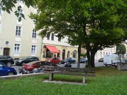Sonnendurchflutete 2,5-Zimmer-Dachgeschosswohnung ca. 63m² Rotkreuzplatz am U-Bahnausgang