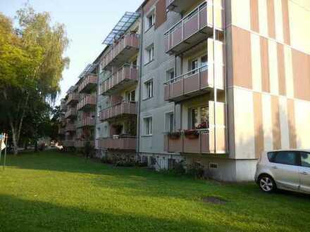 FÜR SENIOREN - 3-Räume mit Balkon und bodengleicher Dusche nahe dem Zentrum