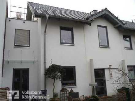Wesseling-Urfeld - Großzügige Doppelhaushälfte mit einer top Ausstattung in ruhiger Anliegerstraße