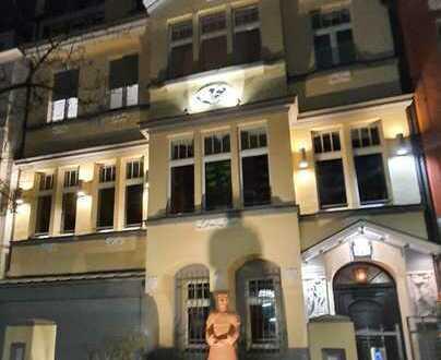Stilvolle, geräumige 4-Zimmer-Maisonette-Wohnung mit Balkon und EBK in Düsseldorf