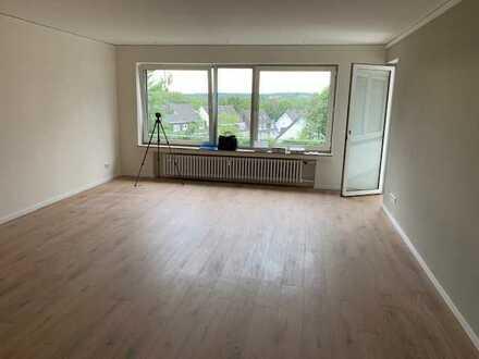 Frisch sanierte 3 Zimmer Wohnung mit Balkon - Erstbezug -