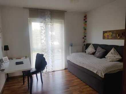 Gartenwohnung, schönes WG-Zimmer 13 qm möbliert an nette Mitbewohnerin zu vermieten