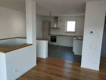 Stilvolle, geräumige und neuwertige 4-Zimmer-Maisonette-Wohnung + Garten,Balkon und EBK in Metzingen