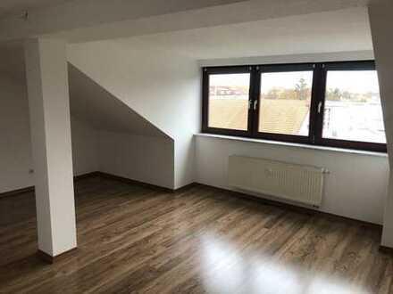 Modernisierte schicke 2-Zimmer-Dachgeschosswohnung mit Einbauküche in Leipzig