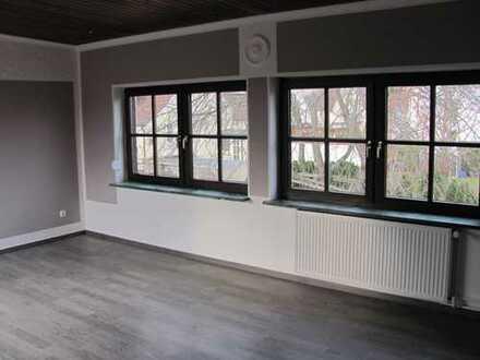 Erstbezug nach Sanierung: attraktive 3,5-Zimmer-Wohnung mit EBK und Balkon in Bischofsheim