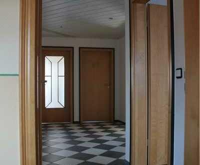 Neuwertige 3-Raum-Wohnung, optional vier Raum mit 2. Bad, mit Balkon und Einbauküche in Frammersbach
