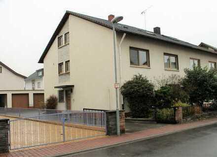 Teil sanierungsbedürftiges 1 - 3 Familienhaus mit 3 Garagen