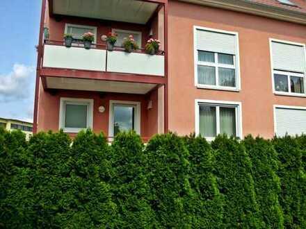 Große Eigentumswohnung - derzeit als Arztpraxis genutzt - mit Balkon, Tiefgarage und weiteren Stellp