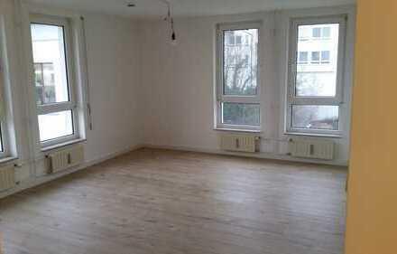 sanierte helle 2-Raum-Wohnung