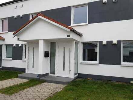 Reihenhaus mit 4 Zimmern, Garten mit Häuschen! Erstbezug nach Kernsanierung!