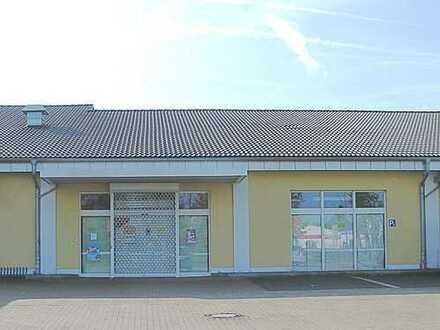 Grundsolide Ladenfläche in einem kleinen Fachmarktcenter zu vermieten