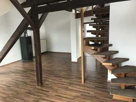 Einzigartige Dachgeschosswohnung mit Kamin und Studio zum Wohlfühlen!