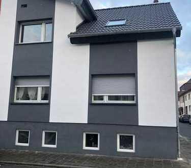 Erstbezug nach Sanierung: exklusiv 3 -Zimmer-Dachgeschosswohnung im 2-Familienhaus in Mühlheim