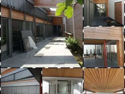 Lichtdurchflutetes , modernes Architektenhaus mit Innengarten im Loftdesign