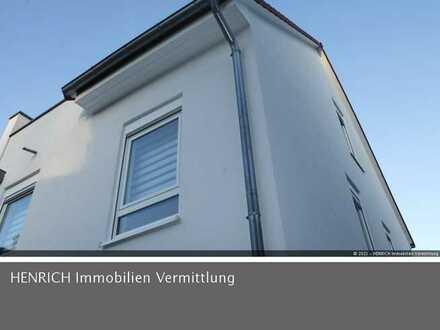 Zentral & Ruhig: Moderne Doppelhaushälfte, kleiner Gartenbereich, Dachterrasse und 2 PKW-Stellplätze