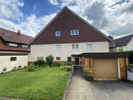 Zweifamilenhaus mit 2 Garagen - Inbegriffen ein großes, separat gelegenes Gartengrundstück mit 773m²