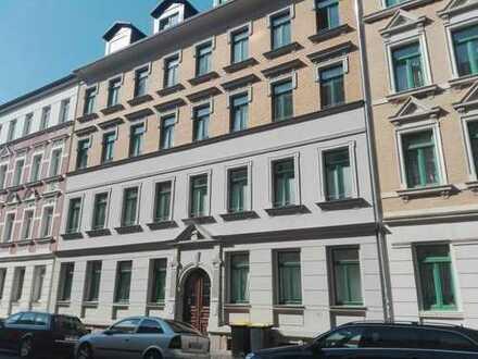 Hochwertig sanierte Zweiraumwohnung mit Duschbad und Balkon in ruhiger, zentraler Wohnlage