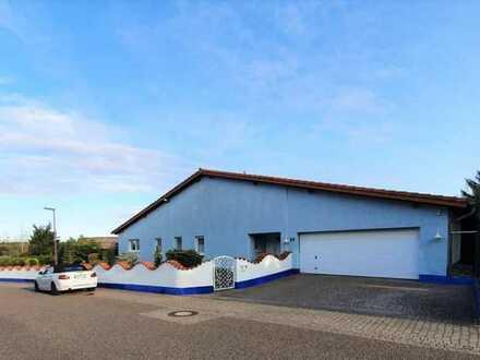 +++Attraktiver Bungalow mit 1301 m² ebenem, sonnigen Grundstück, Süd-West-Terrasse, Doppelgarage,...