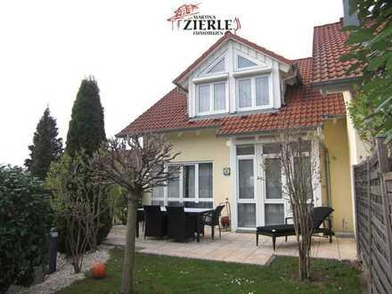 Tolle Doppelhaushälfte in ruhiger, schöner Lage,  mit großem Garten, 2 Terrassen und Carport!