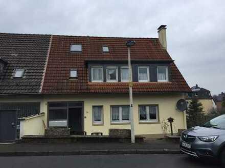 Schicke Dreizimmer-Wohnung mit Balkon und Gartennutzung in ruhiger Lage von Solingen Wald!