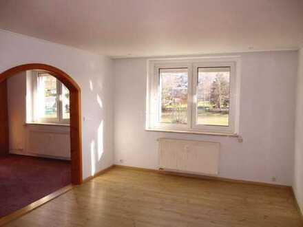 Helle und ruhige 3-Zimmer-Wohnung mit EBK in Krumhermersdorf