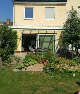 gemütliches Einfamilienhaus im Grünen in Rödelheim