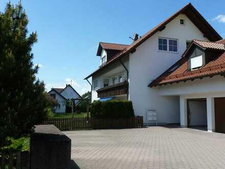 Gepflegte 4-Zimmer-DG-Wohnung mit Balkon in Gennach