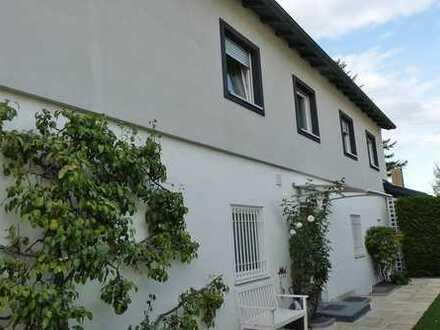 Teilmöblierte 3 Zi. Wohnung mit 90 m² Gartenanteil