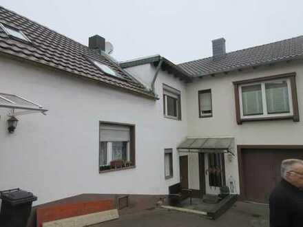 Ensambel von 2 Wohnäusern mit großem Grundstück ggf. Baugrundstück