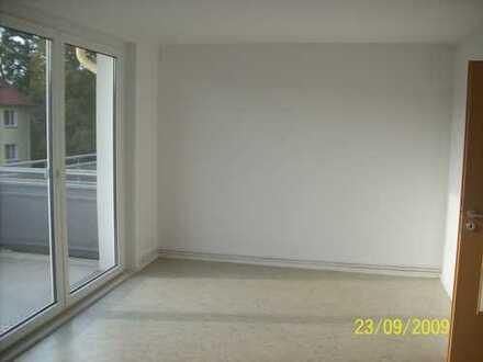 gut geschnittene helle 2 Zimmer Wohnung mit Balkon