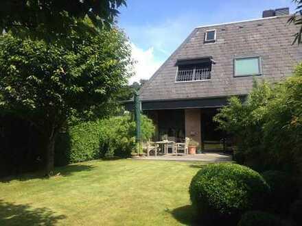 Hochwertige Doppelhaushälfte mit gepflegtem Sonnengarten in ruhiger Sackgassen-Lage!