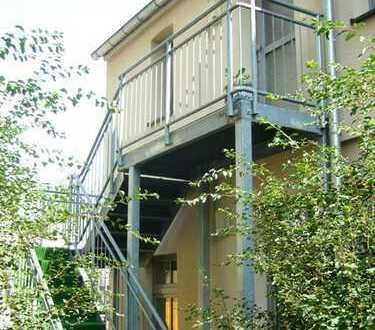 Schöne 2-Zimmer-Loft-Wohnung im Hinterhaus - ruhig und doch zentral !