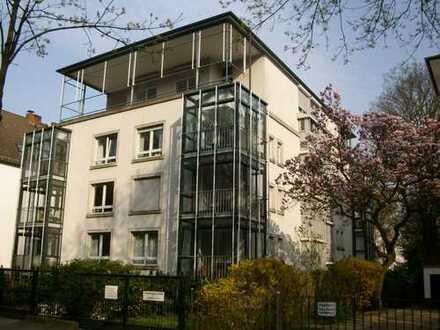 Schöne Wohnung mit Wintergarten in der Parkallee Blick in den Bürgerpark, Fahrstuhl u. Tiefgarage!
