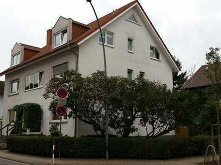 Schöne 3 1/2 ZKBB Wohnung mit großzügig geschnittenen Räumen