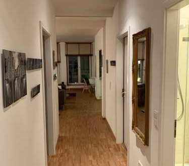 Stilvolle, einzigartige 3,5-Zimmer-Wohnung mit kl. Balkon und EBK in der Langen Reihe